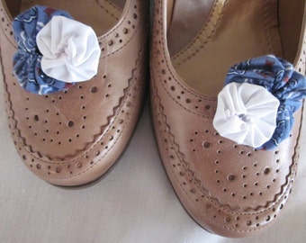 Blue and White Yo Yo Shoe Clips, Retro Fashion Clip, Set of 2