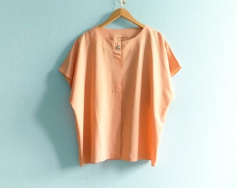 Vintage pastel salmon pink peach blouse top / short sleeves / slouchy loose / oversized / medium