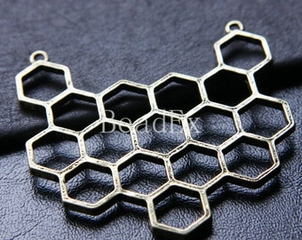One Piece / Honeycomb / Antique Brass Tone / Base Metal / Charm / Pendant (CB314//O43)