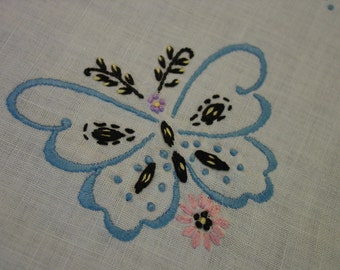 Nice Vintage Small Tablecloth or Topper, Shaped Edge, Embroidery, Crochet