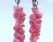 Vintage Pink Seashell Dangling Earrings Miniature Conch Retro Tropical Dye Hot Shocking Mini Ubonium Shell Beach Cluster Strand Spiral