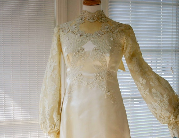 1940s authentic vintage lace on satin cream wedding dress / long sleeves / high collar / detachable train