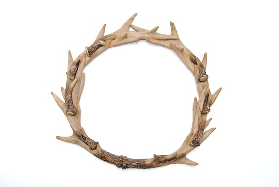 Faux deer antler wreath natural realistic stag antler for Antler christmas wreath