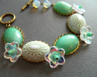 Mint Green Bracelet, Pastel Green Bracelet, Shabby Chic Bracelet, Vintage Jewelry, Flower Bracelet, Retro Jewelry, Floral Garden Bracelet