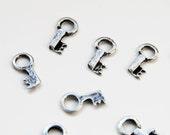 2 pcs Silver Vintage Key, Silver Key Charm, Silver Key Penadant,   P 30 037