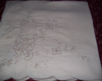 Tablecloth  60x80  Ecru Color- Embroidery & Cut-Outs