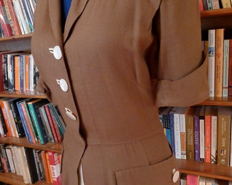 SMART SET-- Lovely 1940s Ladies Jacket and Skirt Set in Chocolate and Vanilla Linen--S,M