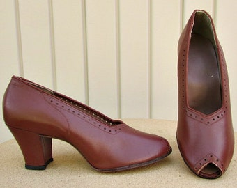 vintage 40s wwII brown leather peep toe pumps shoes 7M nos cuban heel punch work detail lindy swing rockabilly free shipping