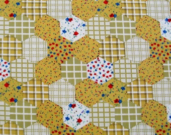 C044C  - 1 meter Cotton fabric -  Flowers and hexagonal lattice - yellow