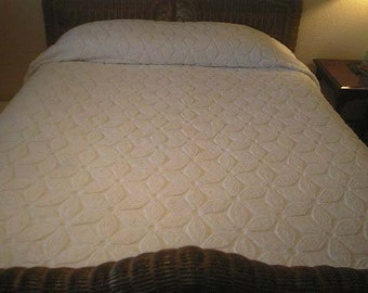SALE - Gorgeous Hofmann WHITE on White Big DAISY Vintage Chenille Bedspread - Free Shipping