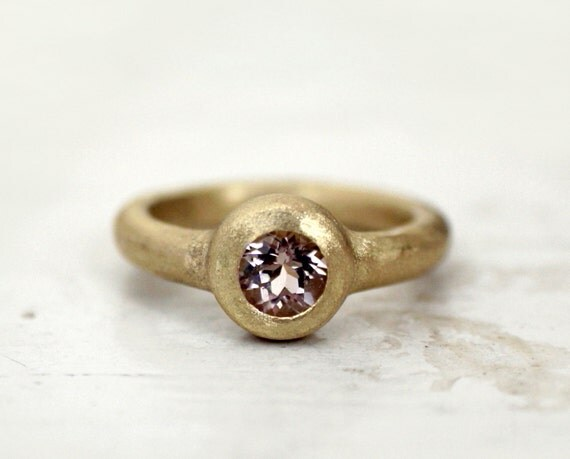 Gold cocktail ring. Big mamma morganite. 18k. Lucy.