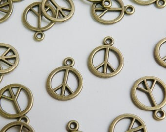 10 Peace sign hippie groovy charms antique bronze 18x14mm DK03918