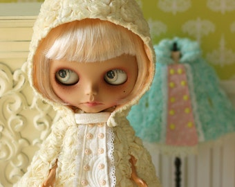 PO - Anniedollz Blythe Outfits Rose Hooded Cape - Vanilla