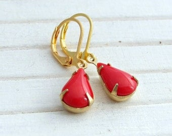 Red Teardrop Earrings .. berry red, red dangle earrings, red gold earrings, vintage glass earrings