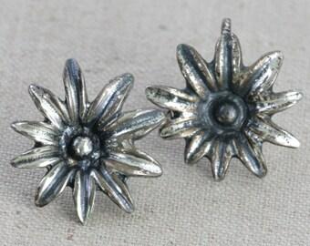 Vintage Sterling Silver Flower Screw Back Earrings // Fruitsdesbois Jewelry // MidCentury