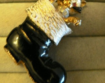 vintage jewels ...  MYLU signed CHRISTMAS Cat in a Boot Stocking delightful BROOCH Pin   ...
