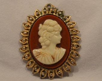 Steampunk Victorian Themed Cameo Brooch Pendant For Necklace - Costume Jewelry