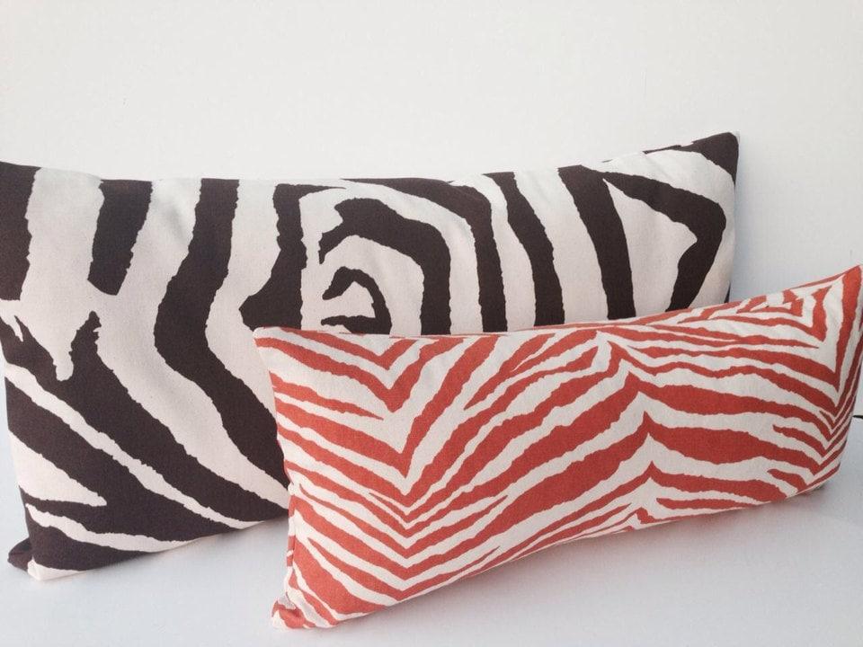 Zebra print decor room home inspirations zebra bedroom for Zebra home decor