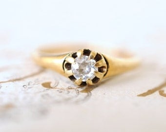 SALE/ 1800's Victorian / Antique diamond engagement wedding ring / 0.25 diamond 18k yellow gold ring // ENGAGED