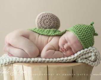 Newborn LittleSnail Shell Cover Cape and Hat Set Crochet Photo Prop