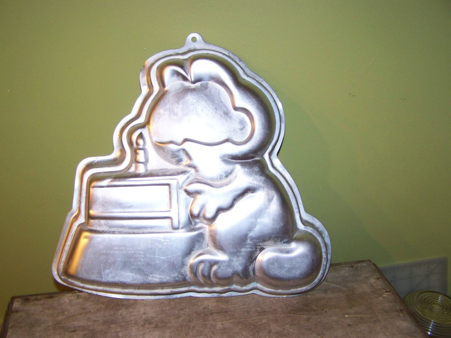 wilton cake pans retired