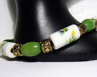 Daisy Chain - Green and White Beaded Bracelet