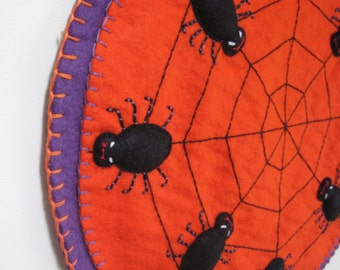 PDF PATTERN: Halloween Penny Rug Wool Applique sewing tutorial - Spooky Spiders Halloween felt candle mat pattern - DIY Holiday Decoration