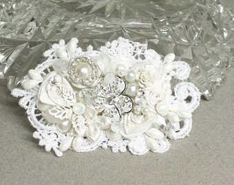 White Bridal Hair Comb- Bridal hair accessories- Lace Hairpiece- Rhinestone Bridal Comb- Pearl Bridal Hairpiece-White Bridal Hair Accessory