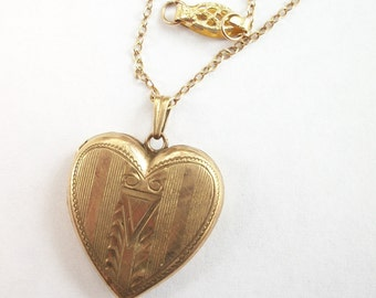 10k Yellow Gold ~ Vintage Gold Heart ~ Photo ~ Locket with 10k Gold Chain