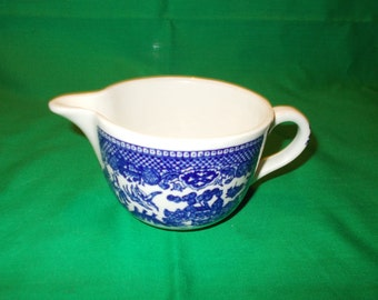 One (1), Creamer, from Royal (USA), in the Blue Willow Pattern.