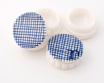 Contact lens case with two porcelain Delft blue lids - contact holder