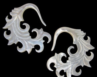 6G Pair White Mother of Pearl Shell Onda Spiral Gauged Earring Plugs 6 gauge