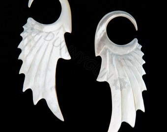 6G Pair Mother of Pearl Shell Ruffled Feather Gauged Earring Plugs 6 gauge Organic Body Piercing Jewelry