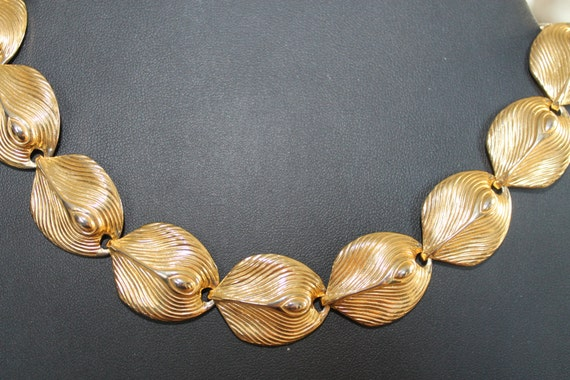NECKLACE Vintage Necklace Gold tone leafs  feather Link Choker.