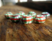 Bead Pattern 31: Green Viking bead with white wave and red end lines (reproduction)