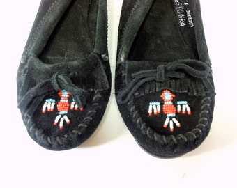 Black Leather Moccasins 6 - Minnetonka Moccasins 6 - Leather Fringe Flats 6 - Beaded Thunderbird Mocs