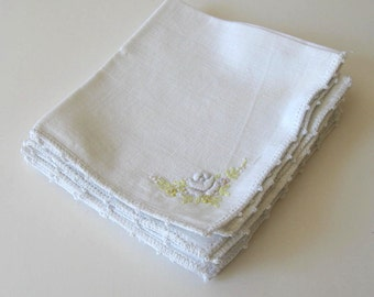 Set of 4 White vintage embroidered Linen napkins, Home decor, Table Linens, Mid Century