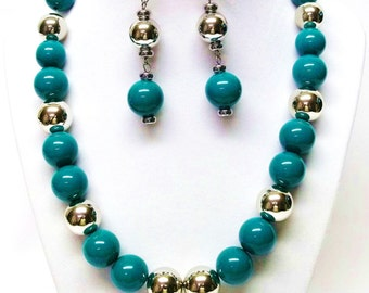 Large Round Green & Silver Necklace/Bracelet and Earrings Set
