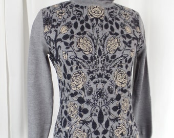 80s EMANUEL UNGARO Paris grey sweater with black taupe and silver roses/ made in Italy: size US 8
