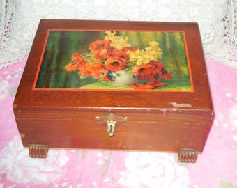Pretty Wooden Vintage Box Beautiful Feet on the Bottom of it