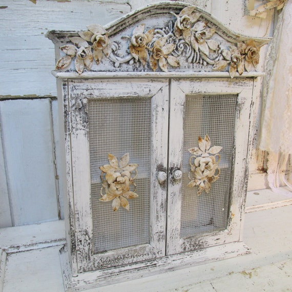 pink wooden cabinet shabby chic hand painted detailed. Black Bedroom Furniture Sets. Home Design Ideas