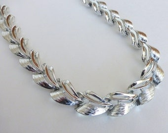 Vintage 1950's Textured Silver Deco Wave Adjustable Statement Collar Necklace