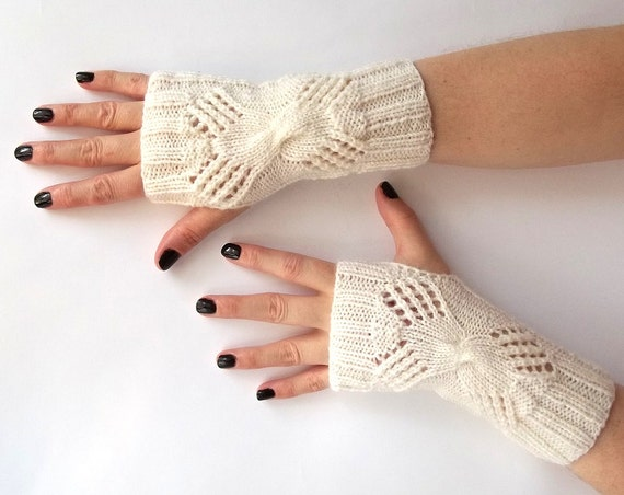 Sale! White Fingerless Gloves. Knit Fingerless Mittens. Knitted Wrist Warmers.