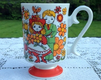 Young Love Coffee Mug Japan R6798 - Retro Daisies - Valentine's Gift - Orange White Green Vintage 70-80's - Pedastal - Curly Handle