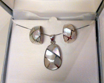 "Mother of Pearl Sterling Silver Silver Necklace Set 18"" Fine Box Chain"