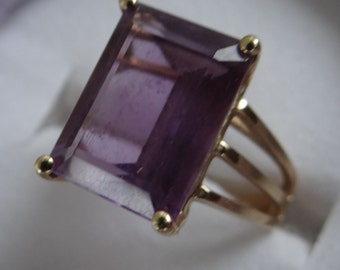 Vintage Gold Ring with Large Amethyst
