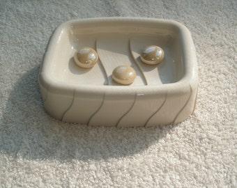 Cream acrylic soap dish