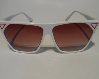 Vintage White & Red Triangles Pentagonal Angled Sunglasses