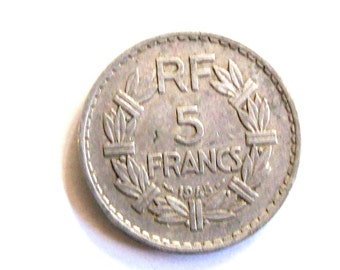"""Vintage French  5  francs 1945 alluminum coin.""""  For very collectors"""".  art. 3022, Diameter mm. 31.72th birthday"""