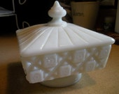 Vintage Westmoreland Old Quilt White Milk Glass Covered Candy Dish Vanity Box Trinket Dish Shabby Chic Home Decor Starburst Design